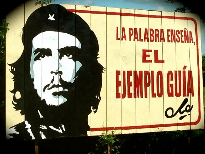 Che Guevara er fortsatt god reklame langs veiene. Foto: Birte Runde