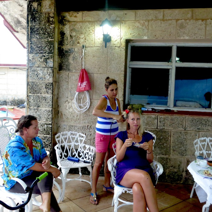 It´s difficult to find a good pair of scissors for cutting hair in Cuba. Joandra and Dayami is trying to transform me into ac cuban girl.